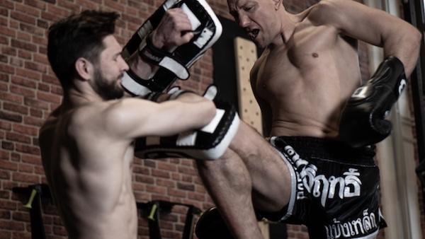 fitness kickboxen knie